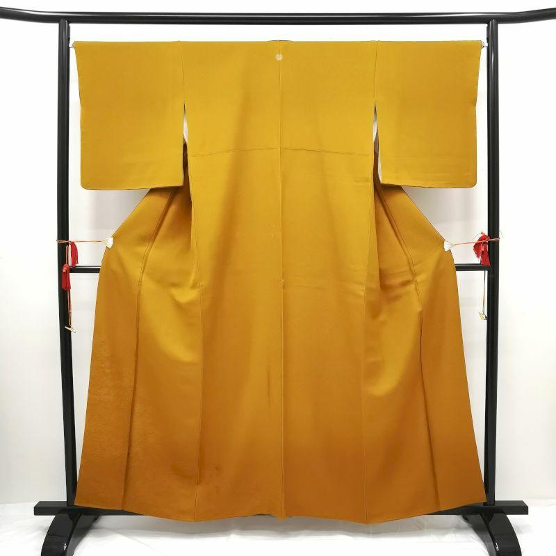 色無地 紋意匠 裾模様 揚羽蝶の一ツ紋付 正絹 黄・黄土色地に古典柄画像_1