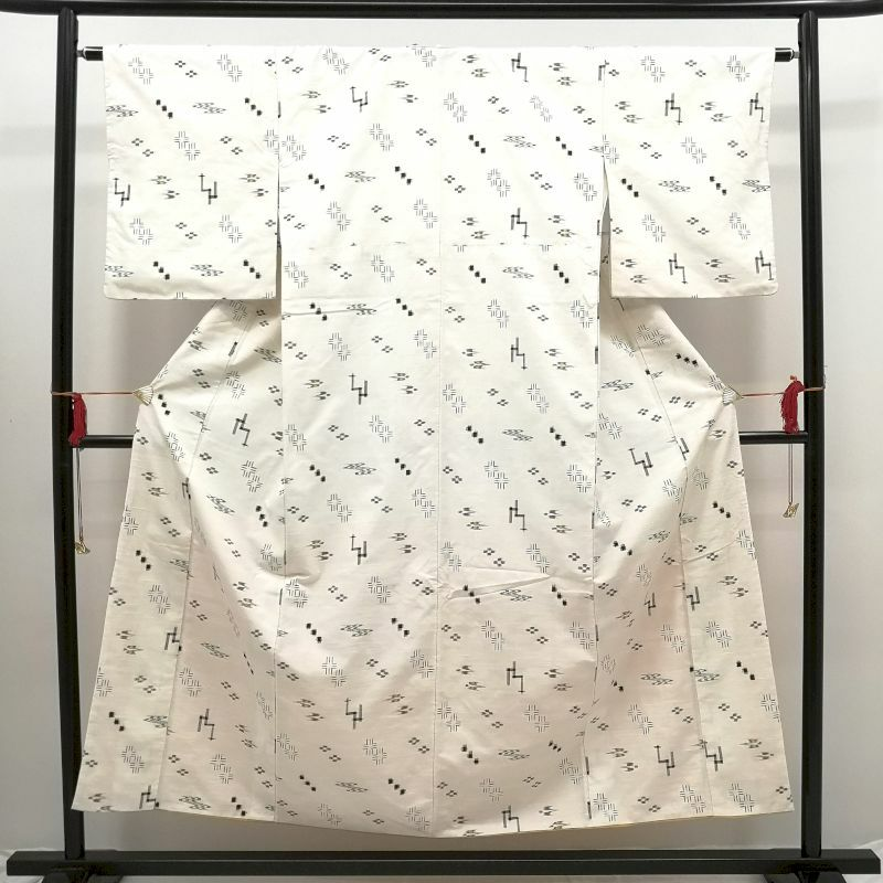 琉球紬 琉球絣 正絹 白地に古典柄_画像1