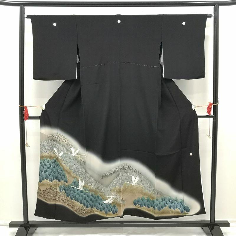 黒留袖 単衣 ぼかし染 抱き茗荷の五ツ紋付 正絹 落款付 緑・うぐいす色地に人物・動物柄・風景柄_画像1
