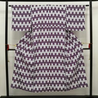 化繊 単衣 良品 紫・藤色地に古典柄